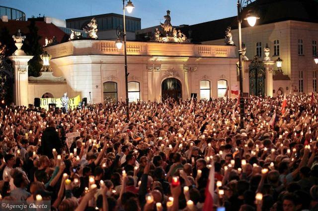 z22125315V,Protest-pod-Sejmem-przeciwko-pakiecie-ustaw-sadowy