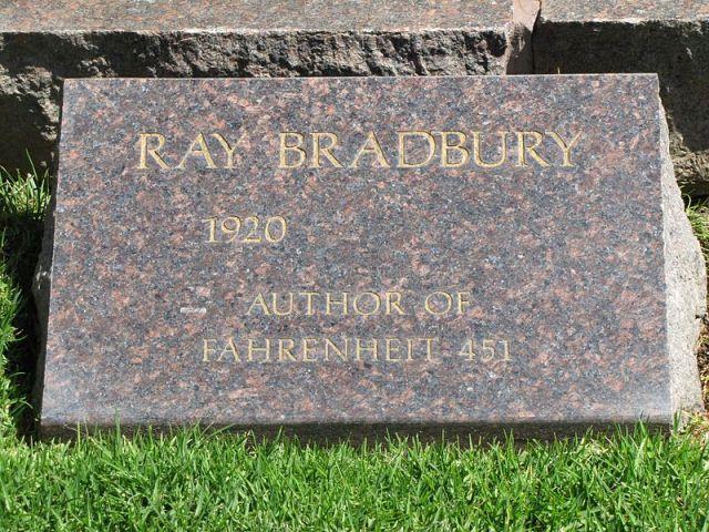800px-Headstone_of_Ray_Bradbury,_May_2012